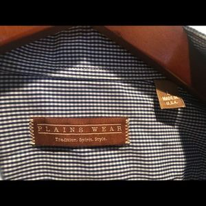 Plainswear shirt in Large from The Locker Room.